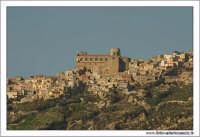 Agira (ENNA). Skiline del paese. Al centro la chiesa Santa Margherita. www.walterlocascio.it Walte