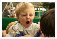 Agrigento. Festa del Mandorlo in fiore. I bambini si annoiano a questa festa....  - Agrigento (2248 clic)
