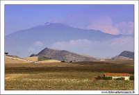 Agira (EN). Paesaggio rurale. Contrada Caramitia. Vista dell'Etna. www.walterlocascio.it Walter Lo Cascio  - Agira (3020 clic)