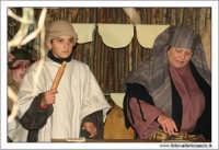 Agira. Natale 2005. Il presepe vivente ad Agira, organizzato dall'Associaizone AMICI DEL PRESEPE. La bottega del panettiere.  - Agira (1623 clic)