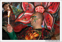 Agira. Carnevale di Agira. Edizione 2006 Carnevale Agirino. Sfilata in piazza Garibaldi. Il fiore.  - Agira (1432 clic)