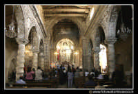 Assoro: basilica di San Leone. Interno durante una messa domenicale.  - Assoro (7727 clic)