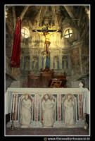 Assoro: L'interno della Basilica di San Leone. Altare.  - Assoro (4489 clic)