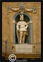 Palermo. I quattro Canti. Incrocio di Corso Vittorio Emanuele con la Via Mqueda. La statua di Filipp