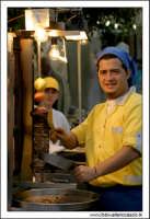 Naro: 18 Giugno 2005.Festa di San Calogero. la fiera di Naro. Il kebab.  - Naro (5460 clic)