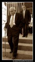 Assoro: Fedeli all'uscita della chiesa alla messa domenicale.  - Assoro (4676 clic)