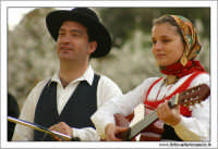 Agrigento. Festa del Mandorlo in fiore. Edizione 2006. Gruppi folkloristici si esibiscono durante la premiazione.   - Agrigento (1429 clic)