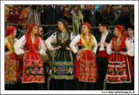 Agrigento. Festa del Mandorlo in fiore. Edizione 2006. Gruppi folkloristici si esibiscono durante la premiazione.   - Agrigento (1763 clic)