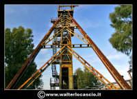 Caltanissetta: Reportage fotografico sulle miniere di Caltanissetta. Miniera Iuncio Tumminelli. Grande castelletto di acciaio per l'estrazione. Alto 30 metri e largo quasi 40 metri.  - Caltanissetta (1873 clic)