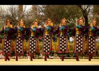 Agrigento. Festa del Mandorlo in fiore. Edizione 2006. Gruppi folkloristici si esibiscono durante la premiazione.   - Agrigento (1869 clic)