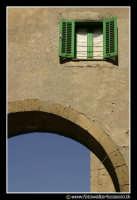 Assoro: la finestra sopra l'arco.  - Assoro (2388 clic)