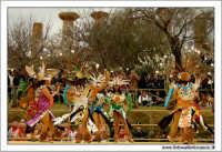 Agrigento. Festa del Mandorlo in fiore. Edizione 2006. Gruppi folkloristici si esibiscono durante la premiazione.   - Agrigento (1881 clic)