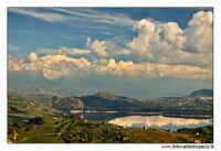 Agira. Panorama verso l'Etna innevata e il lago di Pozzillo.  - Agira (2407 clic)