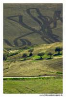 Agira. Panorama campestre. Segni sul terreno 2  - Agira (1653 clic)