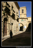 Assoro: Palazzo della Signoria (anno 1492, prospicente su Piazza Umberto I e sul corso principale.   - Assoro (4378 clic)