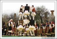 Agrigento. Festa del Mandorlo in fiore. Edizione 2006. Gruppi folkloristici si esibiscono durante la premiazione.   - Agrigento (1807 clic)
