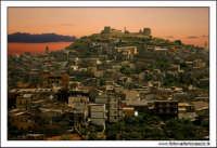 Agira, Agosto 2005. Tramonto Agirino. Panorama del paese. Fotografia scatatta dalla circonvallazione.  - Agira (3021 clic)