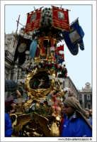 Catania. Festa di Sant'Agata, 2006. Candelore in piazza Duomo. 2  - Catania (1904 clic)