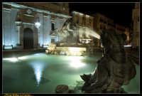 Caltanissetta. Fontana del Tritone nella Nuova Piazza Garibaldi dopo i lavori di rifacimento della pavimentazione. Photo Walter Lo Cascio www.walterlocascio.it  - Caltanissetta (8425 clic)