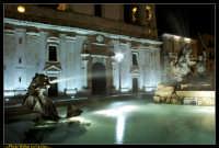 Caltanissetta. Fontana del Tritone nella Nuova Piazza Garibaldi dopo i lavori di rifacimento della pavimentazione. Photo Walter Lo Cascio www.walterlocascio.it  - Caltanissetta (5472 clic)