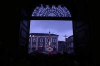 Catania. Festa di Sant'Agata, 2006. Piazza Duomo da dentro il cortile del Municipio. 2  - Catania (1839 clic)