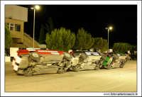 Caltanissetta, Giugno 2005. Spettacolo del Team BIZZARRO al Pian Del Lago. Tre vetture BMW, camminano su due ruote.  - Caltanissetta (3830 clic)