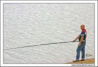 Regalbuto, Settembre 2005. Lago Pozzillo. Pescatore in attesa..  - Regalbuto (1899 clic)
