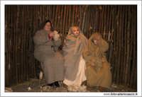 Agira. Natale 2005. Il presepe vivente ad Agira, organizzato dall'Associaizone AMICI DEL PRESEPE. La filanda e i nipotini.  - Agira (1662 clic)