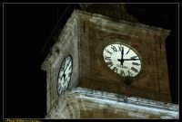 Caltanissetta. Piazza Garibaldi dopo i lavori di rifacimento della pavimentazione. Particolare dell'orologio del Campanile della Cattedrale. Photo Walter Lo Cascio www.walterlocascio.it  - Caltanissetta (4462 clic)