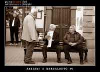 Regalbuto. Anziani in piazza  - Regalbuto (5355 clic)