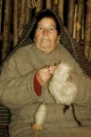 Agira. Natale 2005. Il presepe vivente ad Agira, organizzato dall'Associaizone AMICI DEL PRESEPE. La filanda 4.  - Agira (1606 clic)