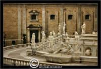 Palermo. Piazza della Vergogna. Statue. PALERMO Walter Lo Cascio