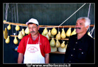 Troina: Sagra della Vastedda cu Sammucu. Stand con prodotti tipici locali. Caciotte.    - Troina (3402 clic)