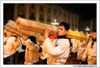 Catania. Festa di Sant'Agata, 2006. Ragazzi con ceri in processione.  - Catania (4085 clic)