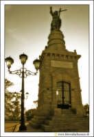 Caltanissetta: Monte San Giuliano. Statua del Santissimo Redentore. #6  - Caltanissetta (3412 clic)