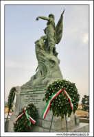 Caltanissetta, Giugno 2005. La statua ai caduti in guerra. Viale Regina Margherita. Foto #7. CALTANI
