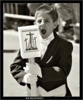 Caltanissetta. Real Maestranza a Caltanissetta. Mercoledi Santo a Caltanissetta. Un bambino in processione alla Real Maestranza, si annoia e sbadiglia.  - Caltanissetta (2980 clic)