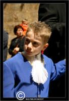 Caltanissetta. Real Maestranza a Caltanissetta. Mercoledi Santo a Caltanissetta. Il Capitano della Real Maestranza. Anno 2006. Bambino in processione.   - Caltanissetta (3008 clic)
