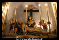 Troina: Chiesa del Santissimo Sacramento: Interno: altare con statua della pietà.  - Troina (3600 clic)