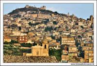 Agira. Panorama del paese di Agira. Da qwuesta foto, ho ricavato la post produzione di vecchia cartolina.  - Agira (3041 clic)