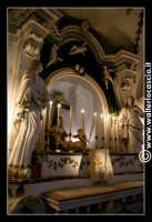 Troina: Chiesa del Santissimo Sacramento: Interno: altare con statua della pietà.  - Troina (3385 clic)