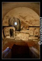 Troina: Chiesa del Santissimo Sacramento: Interno: Cripta cimiteriale nota con il        Nome di Colatoi.   - Troina (4121 clic)