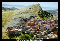 Troina: Panorama del paese con i caratteristici prospetti colorati delle case.   - Troina (17085 clic)