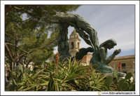 Delia: Statua nella piazza antistante la chiesa Di Santa Maria di Loreto.  - Delia (4987 clic)