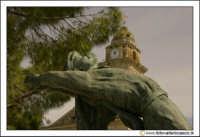 Delia: Particolare della statua nella piazza antistante la chiesa Di Santa Maria di Loreto.  - Delia (4662 clic)