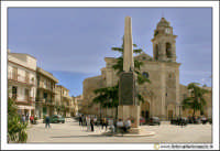 Delia: La piazza antistante la Chiesa di Santa  Maria di Loreto.  - Delia (5471 clic)