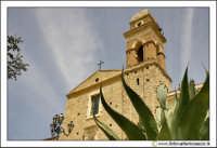 Delia: Chiesa e Convento del Carmine. Costruita nel 1602 dal Barone G. Lucchese Fondatore di Delia. Gli stucchi sono della scuola del Serpotta. Particolare del campanile.  - Delia (3788 clic)