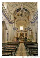 Santa Caterina Villarmosa: Chiesa Madre Immacolata concezione.Interno. Navata centrale. Vista verso l'altare.  - Santa caterina villarmosa (4470 clic)