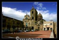 Troina. Piazzale del belvedere. Sullo sfondo le due cheise: Chiesa di San Giorgio (Secolo XV) e Cattedrale Maria SS Assunta (1078-1080). Foto 90  - Troina (3354 clic)