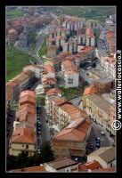 Troina. Vista panoramica del paese dall'alto. Il quartiere nuovo a valle. Foto 85  - Troina (3259 clic)